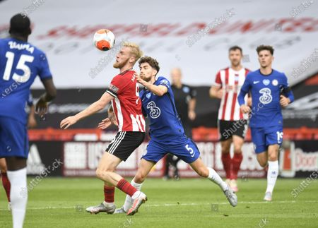 Oli McBurnie of Sheffield (R) in action against Jorginho of Chelsea (C) during the English Premier League match between Sheffield United and Chelsea in Sheffield, Britain, 11 July 2020.