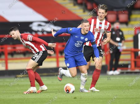Ross Barkley of Chelsea (C) controls the ball during the English Premier League match between Sheffield United and Chelsea in Sheffield, Britain, 11 July 2020.