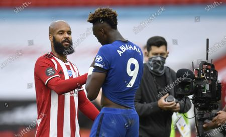 Image libre de droits de David McGoldrick of Sheffield (L) greets Tammy Abraham of Chelsea (R) at the end of the English Premier League match between Sheffield United and Chelsea in Sheffield, Britain, 11 July 2020.