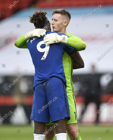 Dean Henderson of Sheffield  (R) greets Tammy Abraham of Chelsea (L) at the end of the English Premier League match between Sheffield United and Chelsea in Sheffield, Britain, 11 July 2020.