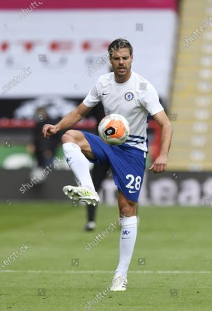 Cesar Azpilicueta of Chelsea warms up ahead of the English Premier League match between Sheffield United and Chelsea in Sheffield, Britain, 11 July 2020.