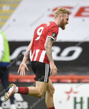 Oliver McBurnie of Sheffield celebrates scoring the second goal during the English Premier League match between Sheffield United and Chelsea in Sheffield, Britain, 11 July 2020.