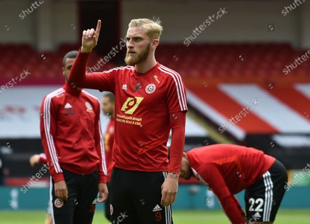 Oliver McBurnie of Sheffield warms up ahead of the English Premier League match between Sheffield United and Chelsea in Sheffield, Britain, 11 July 2020.