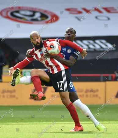 David McGoldrick of Sheffield (L) in action against Kurt Zouma of Chelsea (R) during the English Premier League match between Sheffield United and Chelsea in Sheffield, Britain, 11 July 2020.