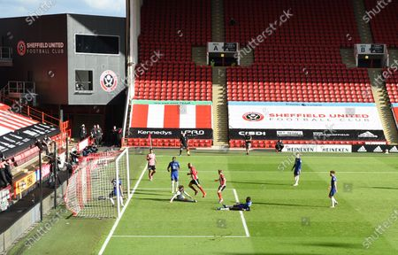 David McGoldrick of Sheffield (C) scores the third goal during the English Premier League match between Sheffield United and Chelsea in Sheffield, Britain, 11 July 2020