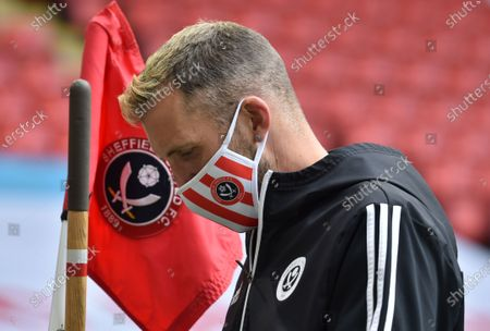 A ground staff sets up a corner flag during the English Premier League match between Sheffield United and Chelsea in Sheffield, Britain, 11 July 2020.