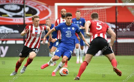 Christian Pulisic of Chelsea (C) controls the ball during the English Premier League match between Sheffield United and Chelsea in Sheffield, Britain, 11 July 2020.