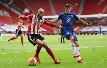 David McGoldrick of Sheffield (L) in action against Christian Pulisic of Chelsea (R) during the English Premier League match between Sheffield United and Chelsea in Sheffield, Britain, 11 July 2020.