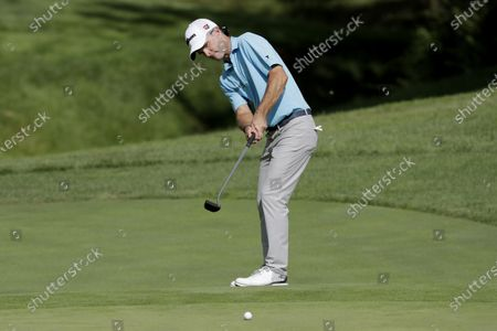Kevin Streelman putts on the 15th green during the third round of the Workday Charity Open golf tournament, in Dublin, Ohio
