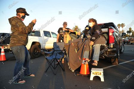 """The Speck family from Redondo Beach, California, pose for a photo before Randy Houser's performance at """"Concerts In Your Car,"""", at the Ventura County Fairgrounds in Ventura, Calif"""