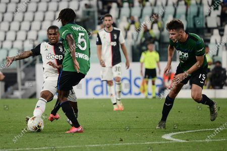 Douglas Costa of Juventus FC in action during the The Serie A football Match Juventus FC vs Atalanta. The match ended in a 2-2 tie, at Allianz Stadium in Turin
