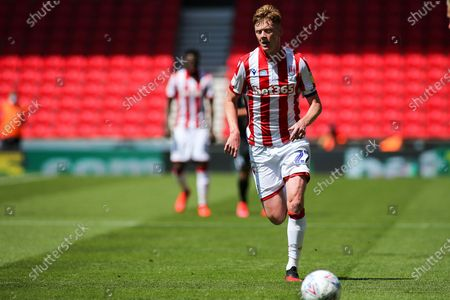 Sam Clucas of Stoke City (22) during the EFL Sky Bet Championship match between Stoke City and Birmingham City at the Bet365 Stadium, Stoke-on-Trent