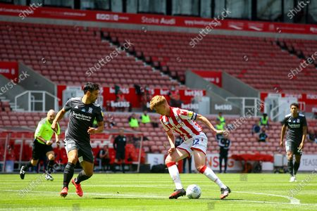 Sam Clucas of Stoke City (22) turns to shoot during the EFL Sky Bet Championship match between Stoke City and Birmingham City at the Bet365 Stadium, Stoke-on-Trent