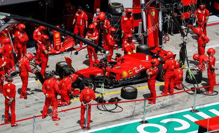 Mechanics prepare the car of Ferrari driver Sebastian Vettel prior of the Germany the Styrian Formula One Grand Prix race at the Red Bull Ring racetrack in Spielberg, Austria, Sunday, July 12, 2020. (Leonhard Foeger/Pool via AP)