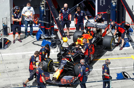 Mechanics prepare the car of Red Bull driver Max Verstappen of the Netherlands prior the Styrian Formula One Grand Prix race at the Red Bull Ring racetrack in Spielberg, Austria, Sunday, July 12, 2020. (Leonhard Foeger/Pool via AP)