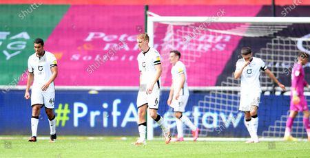 Swansea players look dejected after Leeds goal.