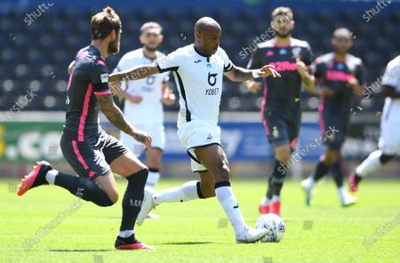 Andre Ayew of Swansea City gets into space.