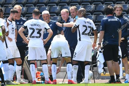 Swansea manager Steve Cooper talks to players.