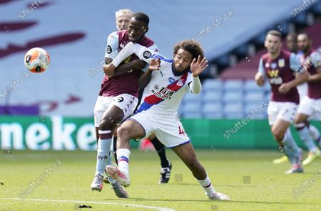 Keinan Davis (L) of Aston Villa in action against Jairo Riedewald (C) of Crystal Palace during the English Premier League soccer match between Aston Villa and Crystal Palace in Birmingham, Britain, 12 July 2020.