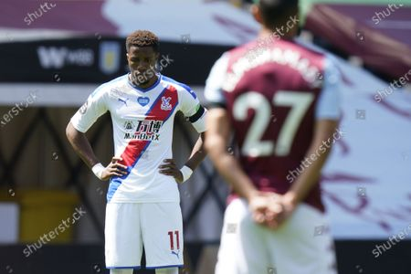 Wilfried Zaha (L) of Crystal Palace observes a minute of silence to remember former English international Jack Charlton ahead of the English Premier League soccer match between Aston Villa and Crystal Palace in Birmingham, Britain, 12 July 2020.