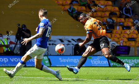 「Wolverhampton Wanderers' Adama Traore (R) in action against Everton's Lucas Digne (L) during the English Premier League soccer match between Wolverhampton Wanderers and Everton FC in Wolverhampton, Britain, 12 July 2020.」のストック画像