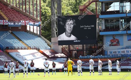 Players of Aston Villa (back) and Crystal Palace (front) observe a minute of silence to remember former English international Jack Charlton ahead of the English Premier League soccer match between Aston Villa and Crystal Palace in Birmingham, Britain, 12 July 2020.