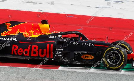 Photo libre de droits de Red Bull driver Max Verstappen of the Netherlands steers his car during the Styrian Formula One Grand Prix at the Red Bull Ring racetrack in Spielberg, Austria, Sunday, July 12, 2020. (AP Photo/Darko Bandic, Pool)