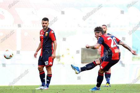 Genoa's Lasse Schone (R) scores the 2-0 lead during the Italian Serie A soccer match between Genoa CFC and SPAL Ferrara at Luigi Ferraris stadium in Genoa, Italy, 12 July 2020.