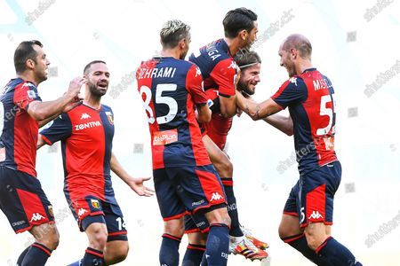 Genoa's Lasse Schone (2-R) celebrates with teammates after scoring the 2-0 lead during the Italian Serie A soccer match between Genoa CFC and SPAL Ferrara at Luigi Ferraris stadium in Genoa, Italy, 12 July 2020.