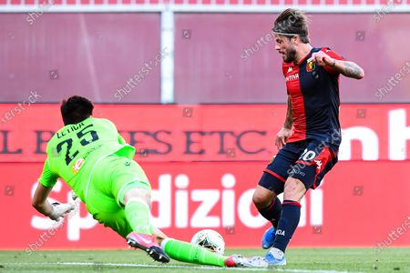 Genoa's Lasse Schone (R) in action against Ferrara's goalkeeper Karlo Letica (L) during the Italian Serie A soccer match between Genoa CFC and SPAL Ferrara at Luigi Ferraris stadium in Genoa, Italy, 12 July 2020.