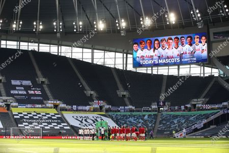 Players of Tottenham (L) and Arsenal (R) line up for the English Premier League soccer match between Tottenham Hotspur and Arsenal FC in London, Britain, 12 July 2020.