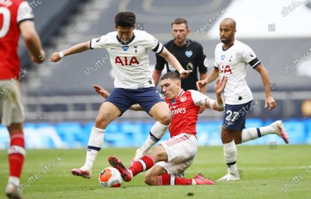 Son Heung-min (L) of Tottenham in action against Hector Bellerin (C) of Arsenal during the English Premier League soccer match between Tottenham Hotspur and Arsenal FC in London, Britain, 12 July 2020.