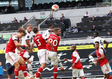 Toby Alderweireld (2-L) of Tottenham scores the 2-1 lead during the English Premier League soccer match between Tottenham Hotspur and Arsenal FC in London, Britain, 12 July 2020.