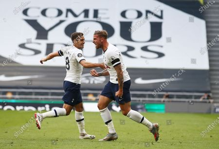 Toby Alderweireld (R) of Tottenham celebrates after scoring the 2-1 lead during the English Premier League soccer match between Tottenham Hotspur and Arsenal FC in London, Britain, 12 July 2020.