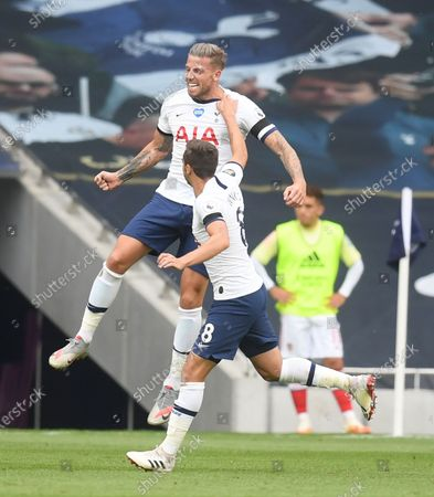 Toby Alderweireld (up) of Tottenham celebrates after scoring the 2-1 lead during the English Premier League soccer match between Tottenham Hotspur and Arsenal FC in London, Britain, 12 July 2020.