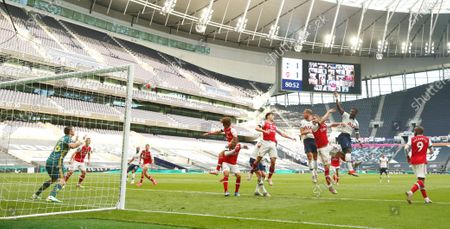 Toby Alderweireld (C-R) of Tottenham scores the 2-1 lead during the English Premier League soccer match between Tottenham Hotspur and Arsenal FC in London, Britain, 12 July 2020.