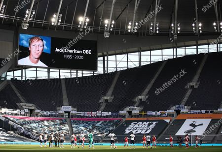 Players of Tottenham (L) and Arsenal (R) observe a minute of silence to remember former English international Jack Charlton ahead of the English Premier League soccer match between Tottenham Hotspur and Arsenal FC in London, Britain, 12 July 2020.