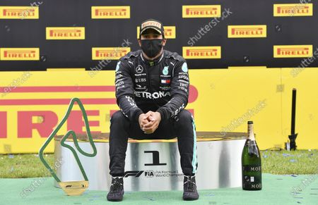Image libre de droits de Mercedes driver Lewis Hamilton of Britain sits on the podium after winning the Styrian Formula One Grand Prix at the Red Bull Ring racetrack in Spielberg, Austria