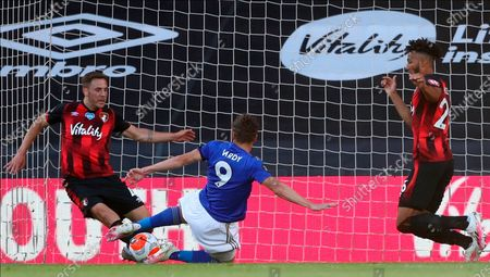 Leicester's Jamie Vardy (C) scores for a 1-0 lead during the English Premier League match between AFC Bournemouth and Leicester City in Bournemouth, Britain, 12 July 2020.