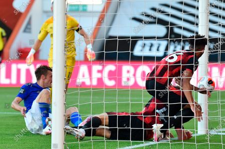 Leicester's Jamie Vardy (L) scores for a 1-0 lead during the English Premier League match between AFC Bournemouth and Leicester City in Bournemouth, Britain, 12 July 2020.
