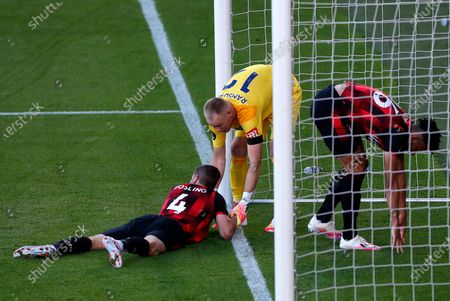 Bournemouth goalkeeper Aaron Ramsdale (C), consoles Dan Gosling (L) and Lloyd Kelly after Leicester's Jamie Vardy (not pictured) scores for a 1-0 lead during the English Premier League match between AFC Bournemouth and Leicester City in Bournemouth, Britain, 12 July 2020.