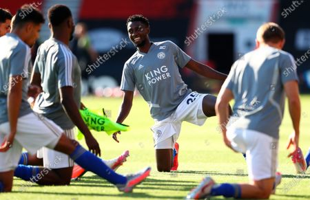 Illustration libre de droits de Leicester's Wilfred Ndidi smiles during the warm-up before the English Premier League match between AFC Bournemouth and Leicester City in Bournemouth, Britain, 12 July 2020.