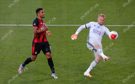 Bournemouth's Junior Stanislas (L) celebrates after scoring for a 1-1 draw as Leicester goalkeeper Kasper Schmeichel (R) kicks the ball away during the English Premier League match between AFC Bournemouth and Leicester City in Bournemouth, Britain, 12 July 2020.