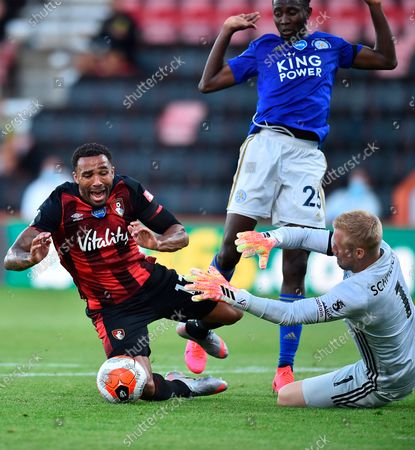 Bournemouth's Callum Wilson (L) in action against Leicester goalkeeper Kasper Schmeichel (R) and Wilfred Ndidi (C) during the English Premier League match between AFC Bournemouth and Leicester City in Bournemouth, Britain, 12 July 2020.