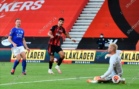 Bournemouth's Dominic Solanke (C) scores for a 2-1 lead past Leicester goalkeeper Kasper Schmeichel (R) during the English Premier League match between AFC Bournemouth and Leicester City in Bournemouth, Britain, 12 July 2020.