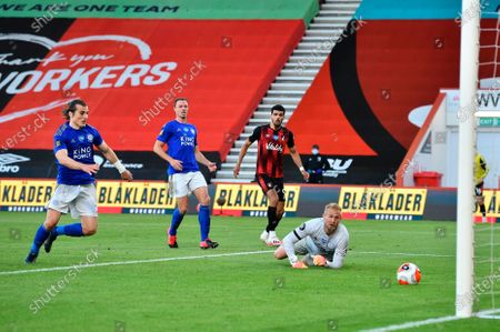 Bournemouth's Dominic Solanke (2-R) scores for a 2-1 lead past Leicester goalkeeper Kasper Schmeichel (R) during the English Premier League match between AFC Bournemouth and Leicester City in Bournemouth, Britain, 12 July 2020.