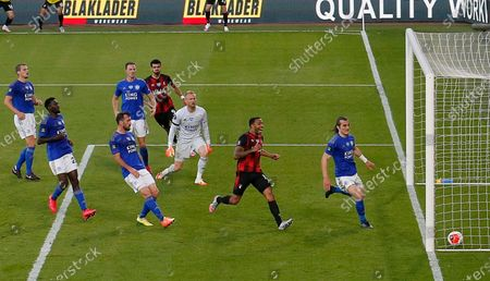 Bournemouth's Dominic Solanke (back) scores for a 2-1 lead during the English Premier League match between AFC Bournemouth and Leicester City in Bournemouth, Britain, 12 July 2020.