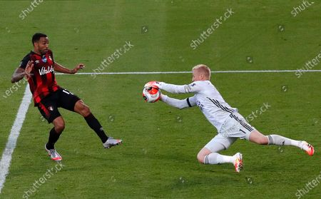 Leicester goalkeeper Kasper Schmeichel (R) in action against Bournemouth's Callum Wilson (L) during the English Premier League match between AFC Bournemouth and Leicester City in Bournemouth, Britain, 12 July 2020.