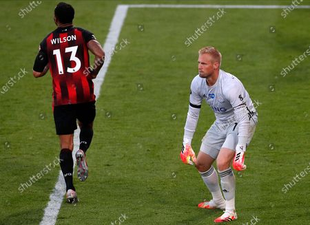 Leicester goalkeeper Kasper Schmeichel (R) reacts after Bournemouth scores their fourth goal during the English Premier League match between AFC Bournemouth and Leicester City in Bournemouth, Britain, 12 July 2020.