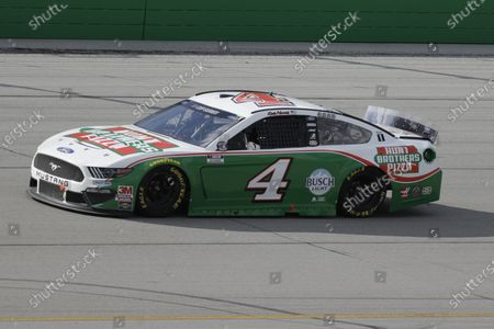 Kevin Harvick (4) drives during a NASCAR Cup Series auto race, in Sparta, Ky